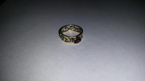 Geel met wit gouden blad serie ring en granaat