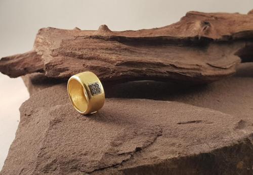 Cresber ring<br/><br/>◦◊◦<br/><br/>€ 175,-