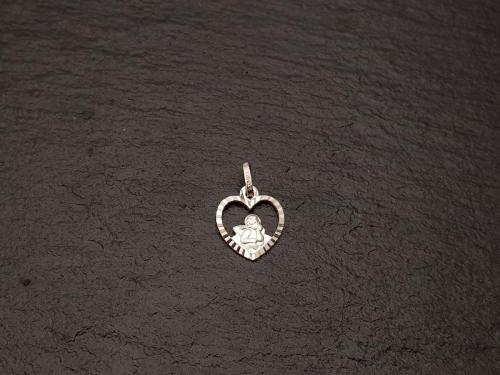Hartvormige hanger met diamanté rand<br/><br/>◦◊◦<br/><br/>€ 15,-