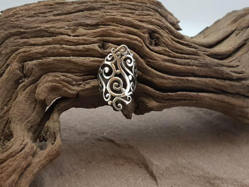 Sierlijke ring<br/><br/>◦◊◦<br/><br/>€ 65,-